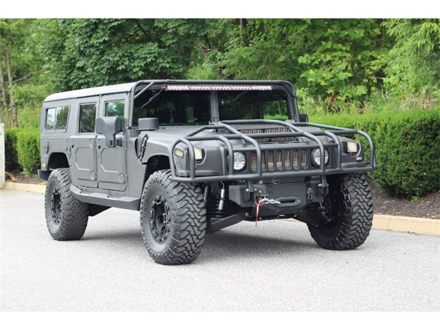 Pre-Owned 2001 Hummer H1 Enclosed