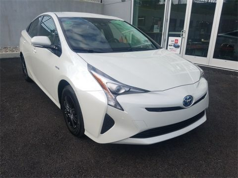 Pre-Owned 2017 Toyota Prius Three With Navigation